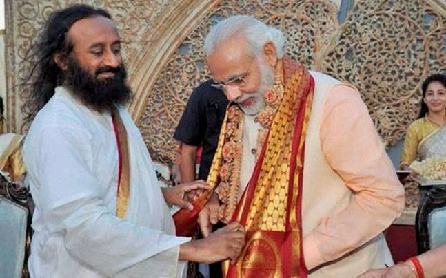 Sri Sri Ravi Shankar with Narendra Modi at World Culture Festival