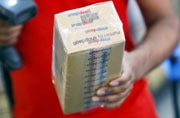 Snapdeal founders urge employees to keep calm, seemingly confirm sale to Flipkart