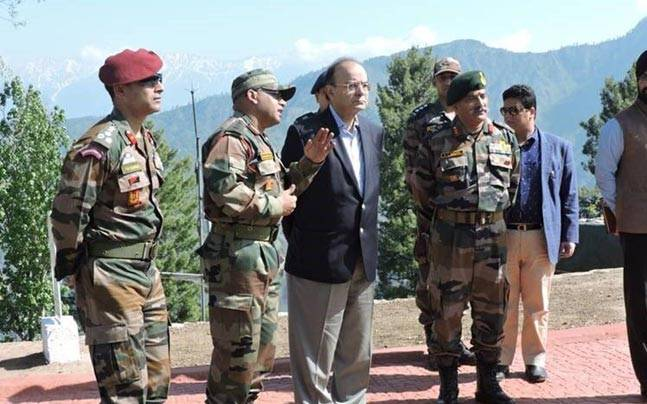 Finance Minister Arun Jaitley visits LoC (Photo: ANI)