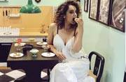 Kangana Ranaut looks so comfortable in that white dress, we can