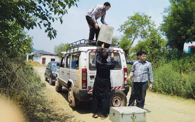 Kashmir relief camps (Photo: Manjeet Sehgal)