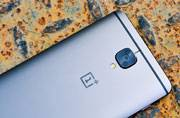 OnePlus 5 hiding in plain sight, dual-selfie camera, funky colours, thin bezels teased in videos?