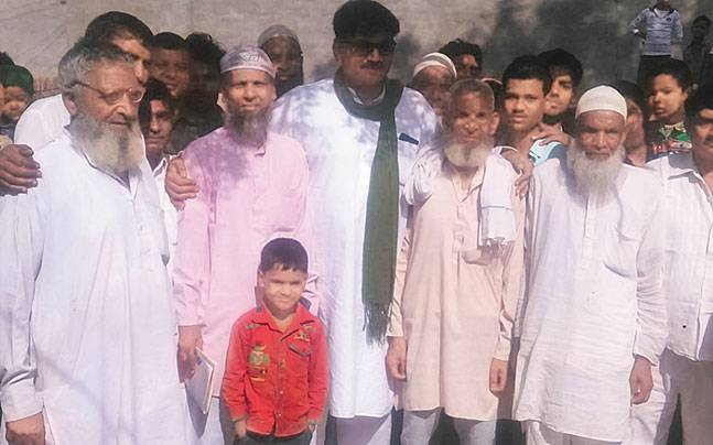 Jewar MLA Thakur Dhirendra Singh (middle) with the villagers