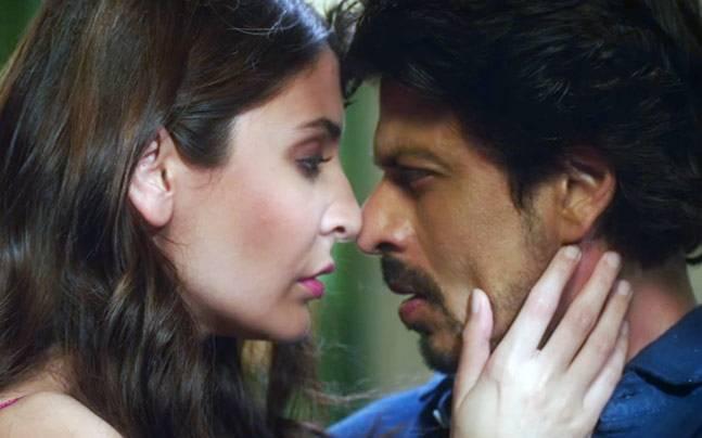 Anushka Sharma and Shah Rukh Khan in a still from Jab Harry Met Sejal