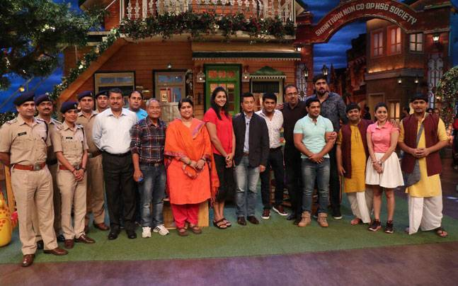 Kapil Sharma with his guests on the sets of TKSS. Picture courtesy: Twitter/KapilSharmaK9