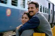 Akshay-Bhumi's Toilet Ek Prem Katha trailer gets a thumbs up from B-Town