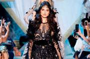 Paris Couture Week shows you how to add flamboyance to femininity