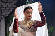 India Couture Week: Dia Mirza promotes nature-friendliness in this royal outfit