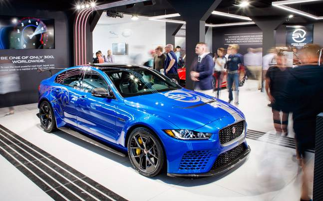 jaguar xe sv project 8 wins 39 showstopper 39 award at goodwood indiatoday. Black Bedroom Furniture Sets. Home Design Ideas
