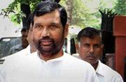 Raids on Lalu family: Ram Vilas Paswan dares Nitish Kumar to sack Tejashwi Yadav