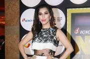 Sophie Choudry looks like a vintage star in this black-white gown