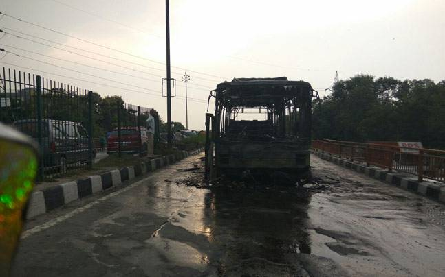 Bus torched in Delhi's Loni Chowk by Dera supporters