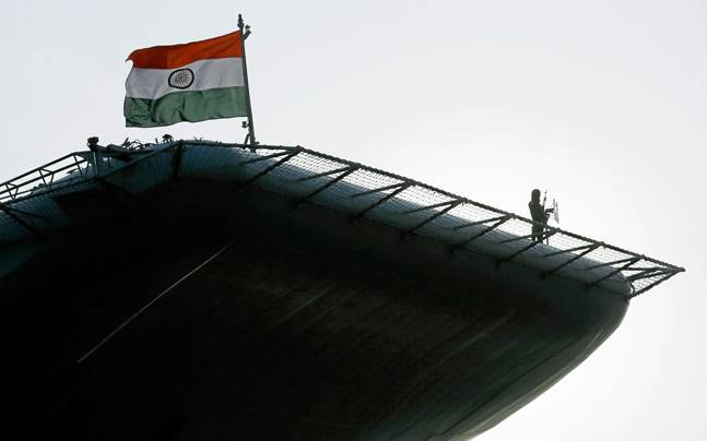 An Indian soldier stands guard on Indian Navy's largest aircraft carrier INS Vikramaditya at Colombo port in Sri Lanka January 21, 2016. (Photo: Reuters/Dinuka Liyanawatte)