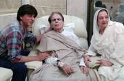 SEE PICS: Shah Rukh Khan visits Dilip Kumar and Saira Banu at their residence