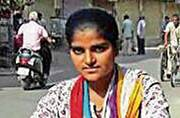 19-year-old Rajasthani girl goes door to door to sell milk to fund her studies