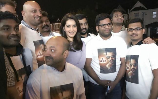 Raashi Khaana with fans