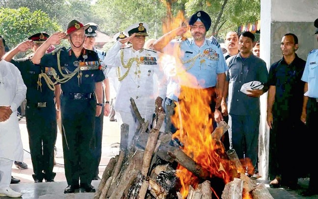 Army Chief Gen Bipin Rawat, Navy Chief Admiral Sunil Lanba and Air Chief Marshal BS Dhanoa pay their last respects to Marshal of IAF Arjan Singh (right).