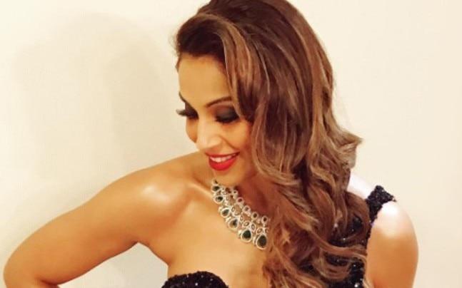 Bipasha Basu flaunts her toned arms. Picture courtesy: Instagram/bipashabasu