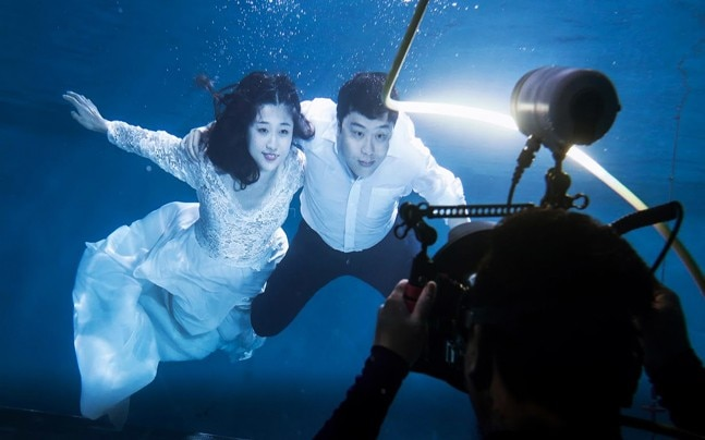 Chinese couples strike a pose and pay good money for their perfect wedding photos