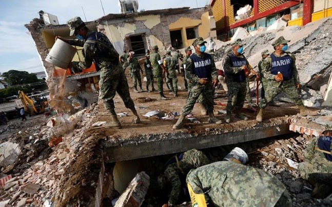 Soldiers remove the debris of a house destroyed in an earthquake that struck off the southern coast of Mexico late on Thursday, in Juchitan, Mexico. (Photo: Reuters)