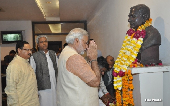 Narendra Modi paying tribute to Deendayal Upadhyay