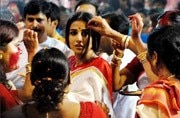 Durga Puja 2017: Here's why Bengali women play with sindoor on Vijaya Dashami