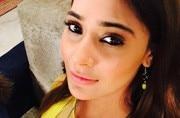 Bidaai actress Sara Khan looks smoking hot in neon bikini; see pics