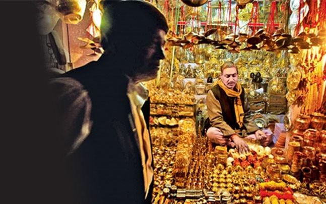 A view of shops at Hanuman Garhi market.