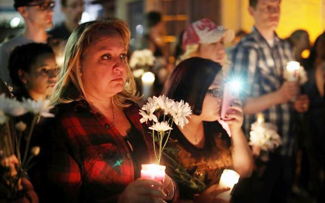 A candlelight vigil is held at Zack Bagans Haunted Museum in remembrance of victims following the mass shooting along the Las Vegas Strip in Las Vegas, Nevada, US. (Photo: Reuters)