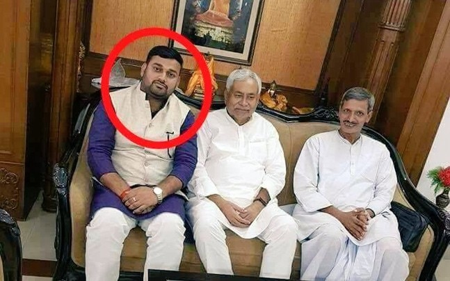 CM Nitish (centre) with Rakesh Singh (left)