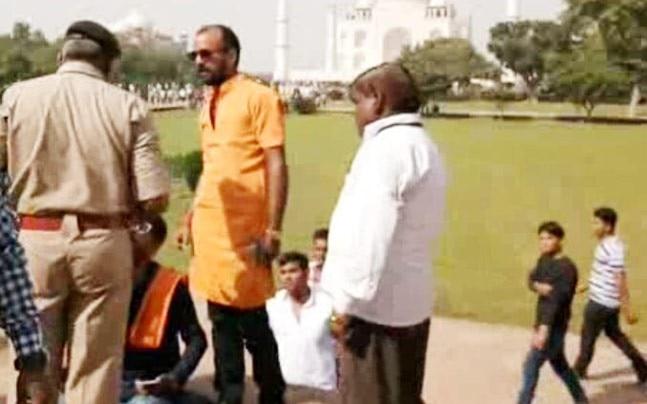 Hindu Yuva Vahini chants Shiv Chalisa inside Taj Mahal