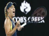 Australian Open: Kerber thumps Sharapova in third round
