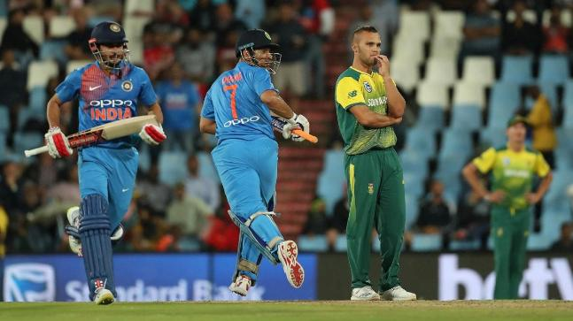Manish Pandey and MS Dhoni