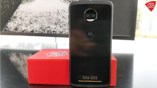 cc7142bda2 Moto Z2 Force Review  Almost indestructible - Technology News