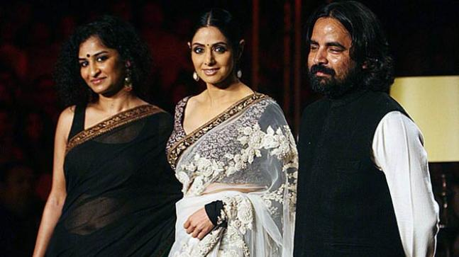 Sridevi (centre) with designer Sabyasachi Mukherjee (right) at the 2012 Delhi Couture Week.