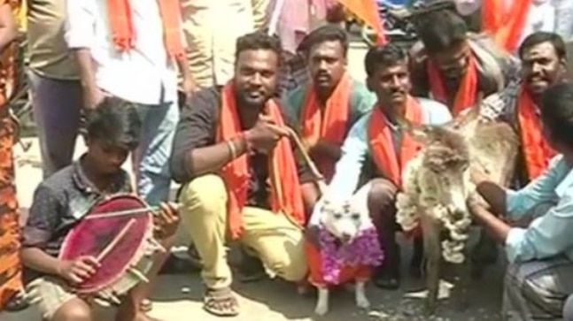 Bajrang Dal protests against V Day in Hyderabad