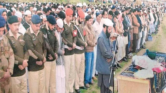 A Pakistani soldier's last rites being performed after he was killed in Indian firing recently. File photo