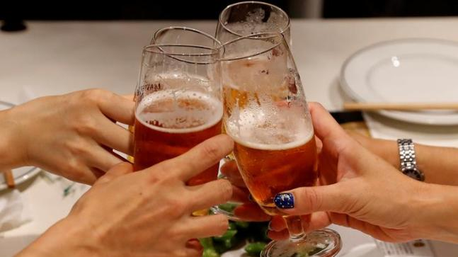 Female customers toast with beer at a restaurant. Photo: Reuters