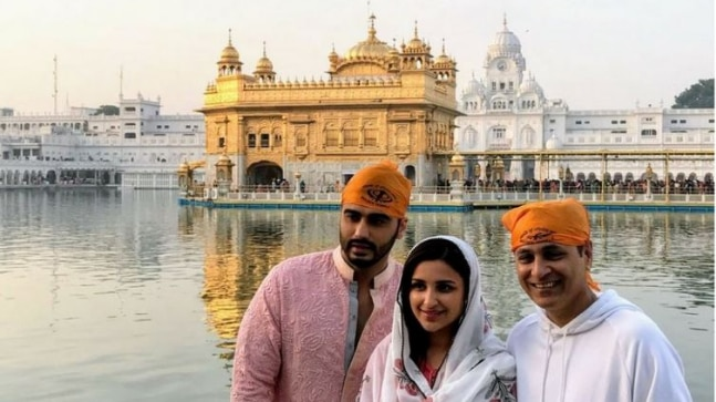 Arjun Kapoor, Parineeti Chopra, Vipul Amrutlal Shah at Golden Temple