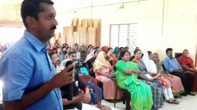 Global Grama Sabha held in Kerala's Peruvanthanam through video calling.