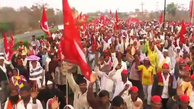 25,000 farmers demanding complete loan waiver march to gheroa Maharashtra Vidhan Sabha