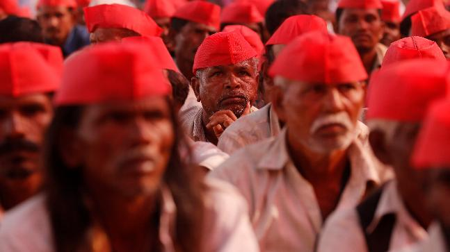 Farmers listen to a speaker at a rally organised by All India Kisan Sabha (AIKS) in Mumbai, India March 12, 2018. REUTERS/Danish Siddiqui