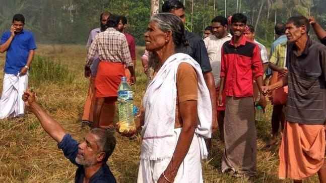 Farmers protesting in Kannur's Keezhattur
