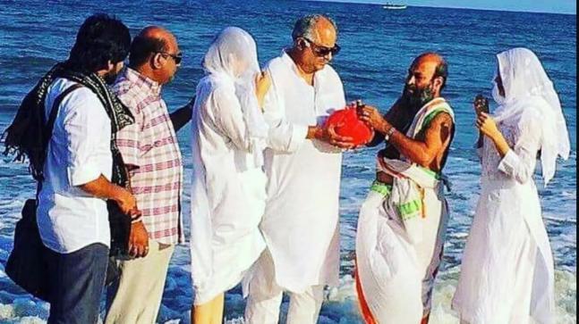 Boney Kapoor with Jahnvi and Khushi Kapoor, immersing Sridevi's ashes
