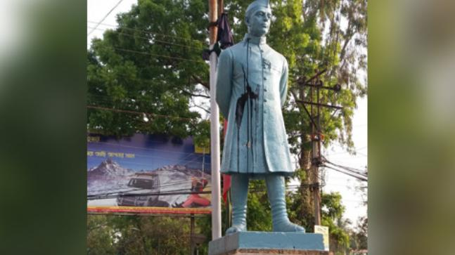 Black ink thrown at Jawaharlal Nehru's statue