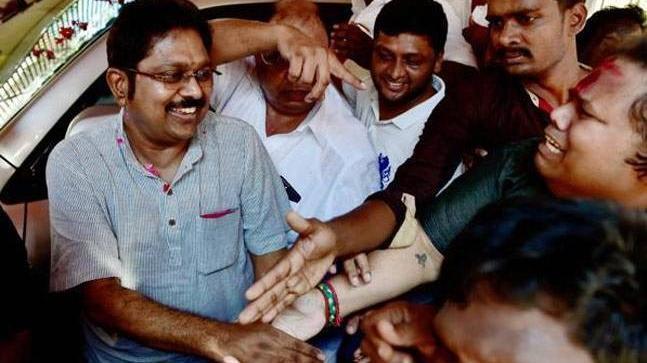 AIADMK moves HC against Dhinakaran's party flag
