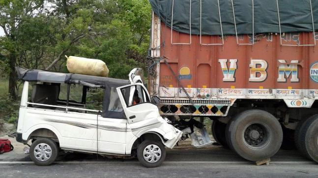 12 killed as van hits truck in Uttar Pradesh