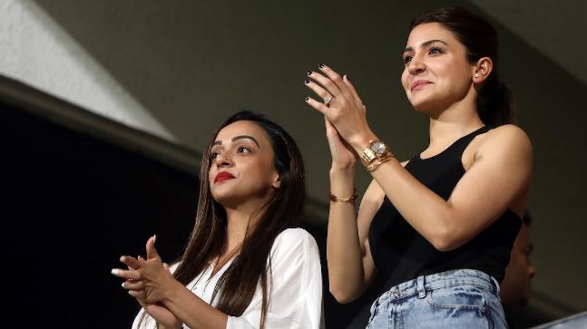 Anushka Sharma beams with joy as Virat Kohli led RCB defeats KXIP