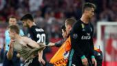 Bayern Munich in trouble after fans invade pitch to click selfies with Crisitano Ronaldo