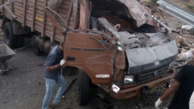 18 labourers killed in a truck accident on Pune-Bengaluru Highway